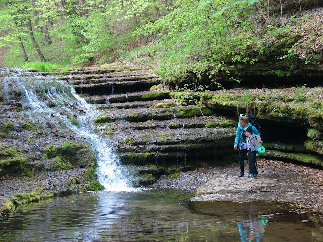 Трёхметровый водопад в верхней части урочища Окунь