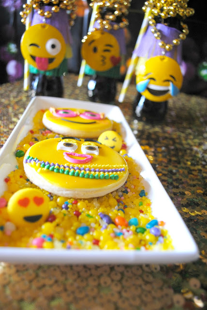 Emojinally good cookies at a Mardi Gras party on www.fizzyparty.com