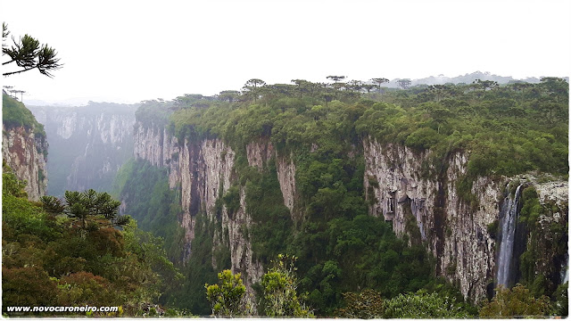 Parque Nacional de Aparados da Serra, em Cambará do Sul-RS. Uma das mais lindas imagens do interior gaúcho. Já foi cenário de filmes e novelas. Mostra a força do tempo e da natureza. É necessário percorrer algumas trilhas para que se tenha a vista dos cânions.