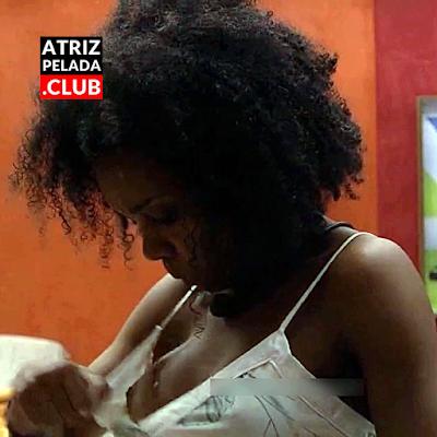Thelma Assis mostrando os peitos no bbb