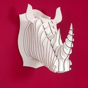 cabeza de rinoceronte de cartón