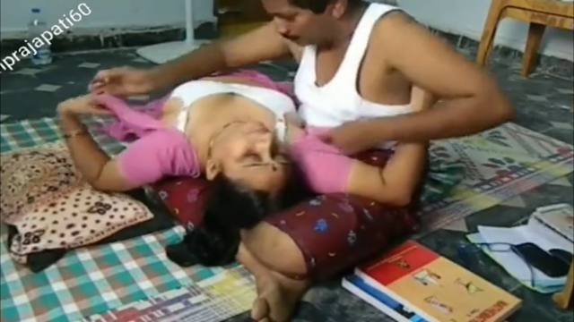 TELUGU COUPLE SEX IN HOME IN SAREE