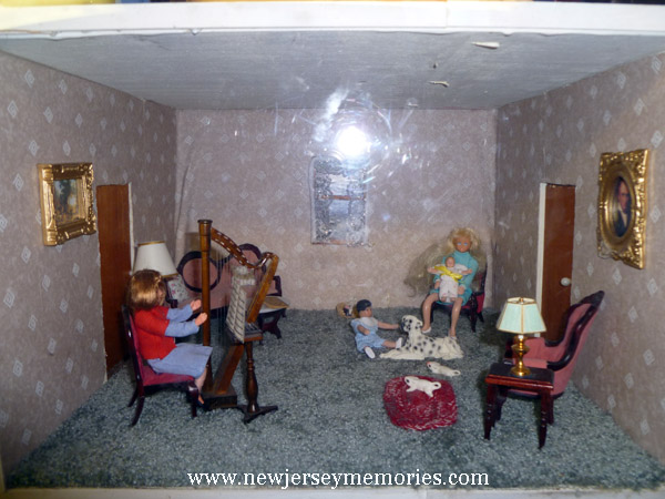 La Peep Doll House living room