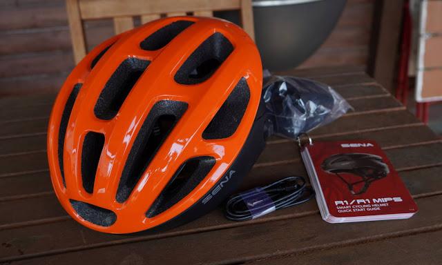 Sena R1 Helm mit Bluetooth