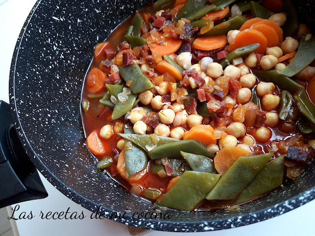 Garbanzos, zanahorias y judías guisadas con jamón