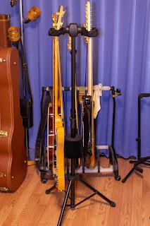 K&M 17620 Double は省スペースなギタースタンド