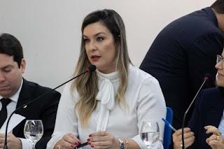 Lei de Camila que cria programa de leitura dentro de hospitais, na PB, é sancionada