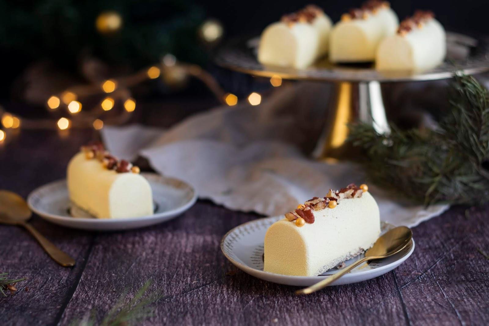 Délicieuse recette de mini bûches à la vanille et aux noix de pécan. Parfait en fin de repas pour les fêtes