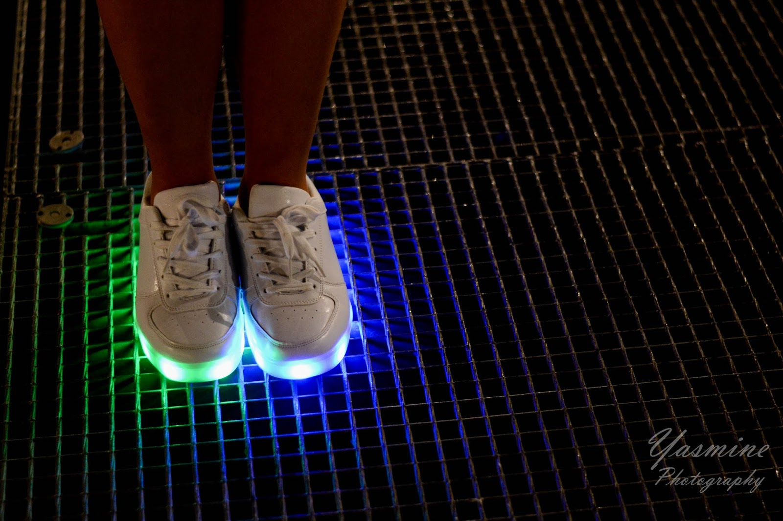 stylizacje festiwalowe ze smeakersami sneakersy disco light renee recenzja melodylaniella lookbook fashion style