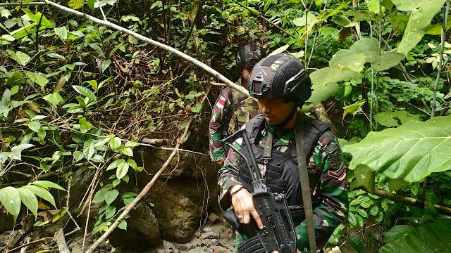 Mengutamakan Keamanan Satgas Raider 300 Melaksanakan Patroli