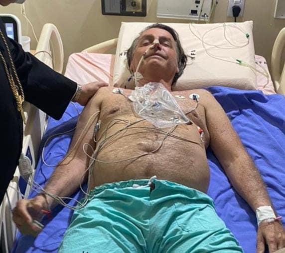 Bolsonaro tem obstrução intestinal e será transferido para São Paulo