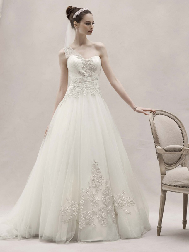 Oleg cassini spring 2012 my dress of the week belle the magazine my dress of the week the first piece enchanting and sophisticated this one shoulder tulle ball gown adorned with beaded lace appliques is the epitome of junglespirit Images