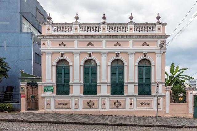 Casa antiga na Rua Paula Gomes - fachada
