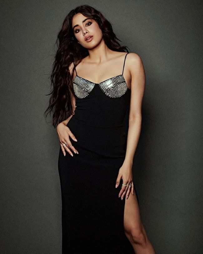Actress Gallery: Janhvi Kapoor Trendy Pictures