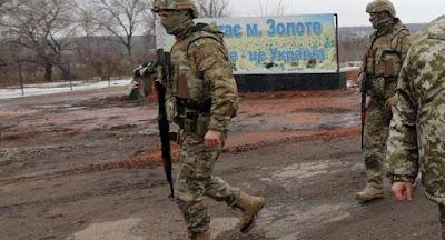 На ділянці фронту в Золотому почалося розведення військ