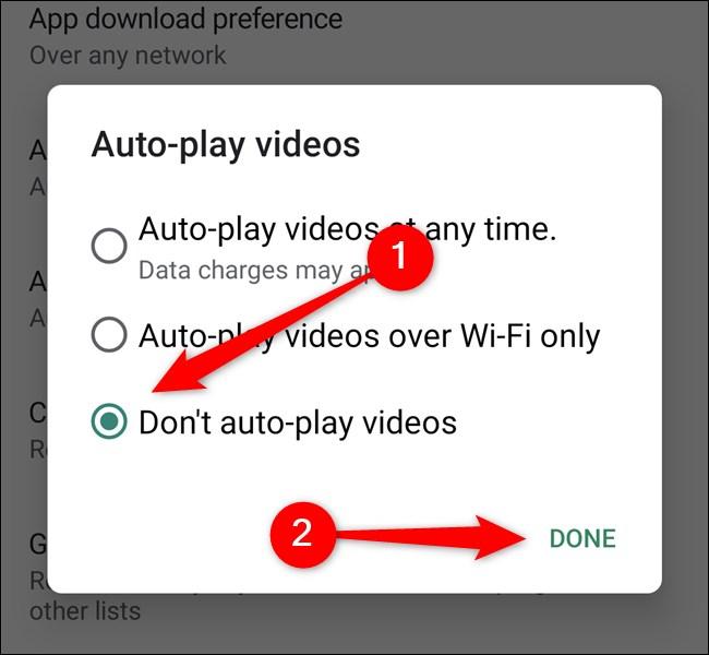"""متجر Google Play ، انقر فوق عدم تشغيل مقاطع الفيديو تلقائيًا ، ثم حدد الزر """"تم"""""""