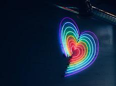 Lebih Baik Mencintai Atau di Cintai (Filsafat Cinta Erich Fromm)