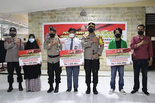 Tiga Anak Anggota Polri Dapatkan Beasiswa dari Kapolres AKBP Kadarislam