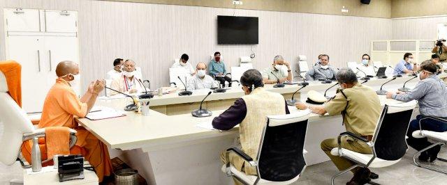 मुख्यमंत्री योगी ने हाई रिस्क ग्रुप को लक्षित करते हुए ज्यादा से ज्यादा कोविड-19 के टेस्ट कराने के निर्देश दिए