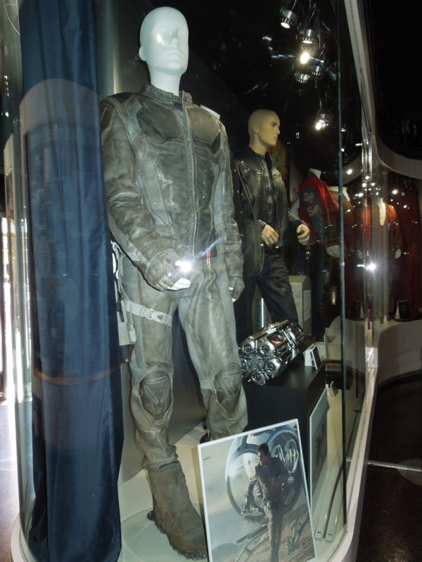Oblivion Tom Cruise movie costume