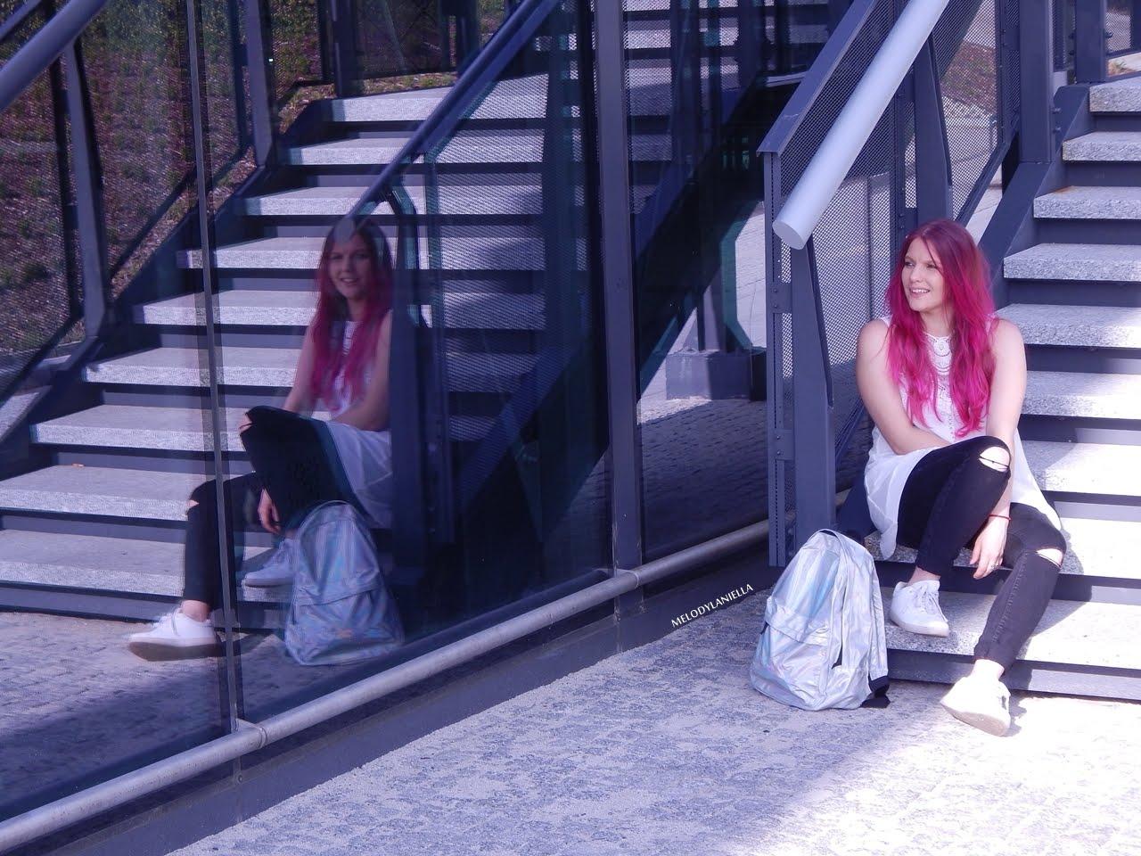 4 holograficzny plecak betterlook.pl farby venita różowe włosy jak pofarbować włosy kolorowe włosy ombre pink hair paul rich watches zegarek czarne jeansy z dziurami modna polka lookbook