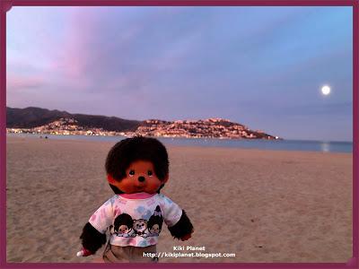 kiki monchhichi spain plage catalogne beach casaques roses montagne pyrénnées