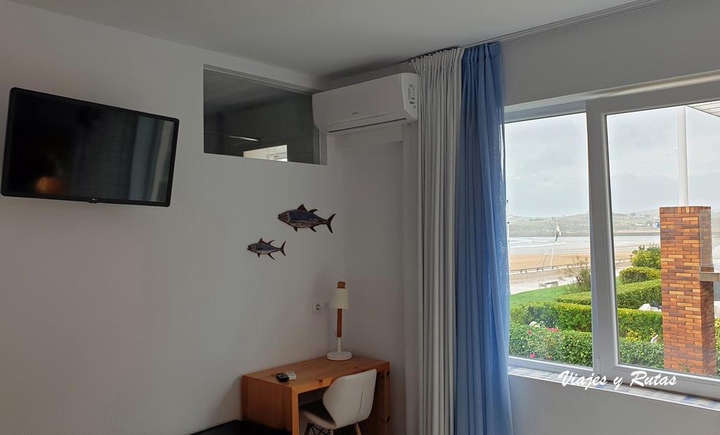 Habitación del hotel La Surfería de Suances