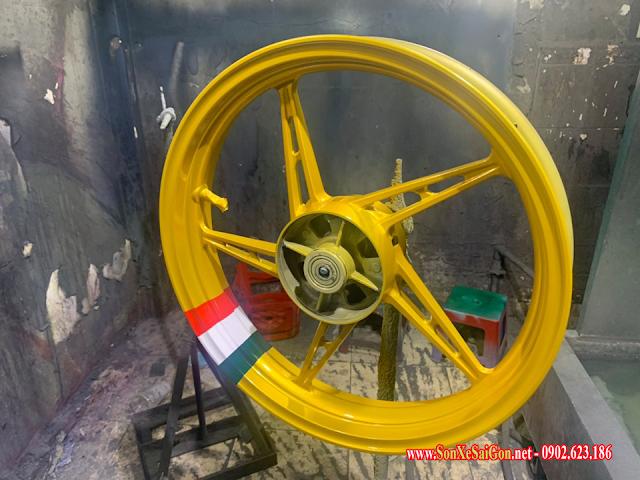 Sơn mâm xe máy màu vàng đồng lá cờ Italia cực chất