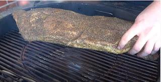 carne brisket para cocinar en una barbacoa