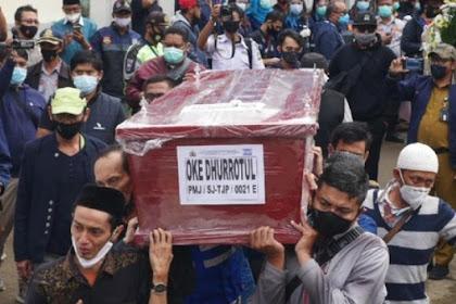 Isak tangis keluarga sambut kedatangan jenazah pramugari SJ182 Oke Drurrotul