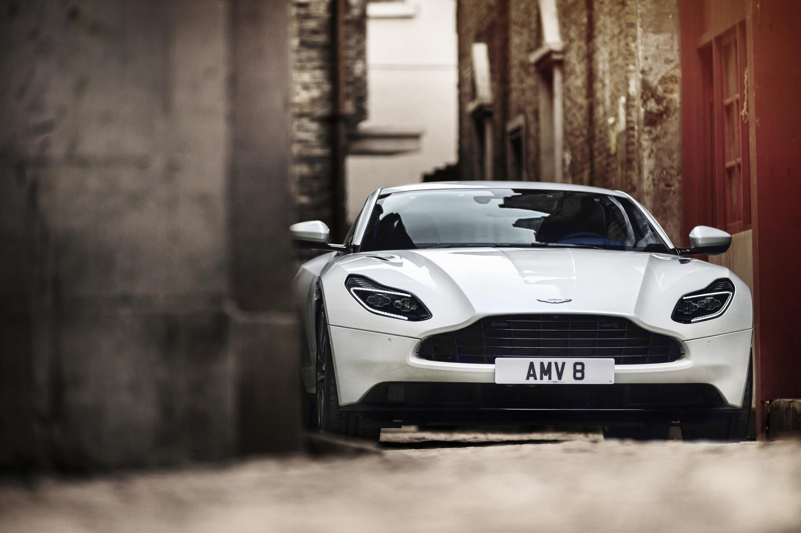 Aston-Mart​in-DB11-13