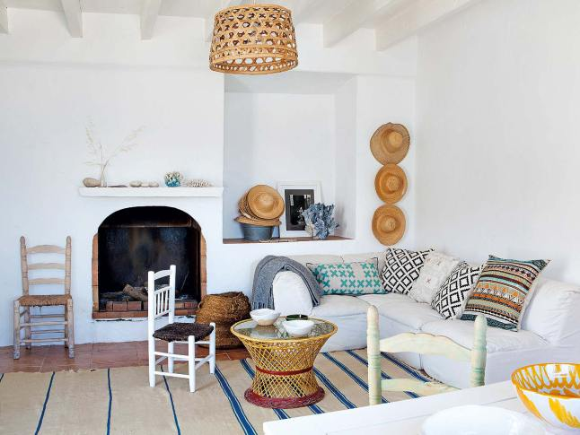 Whitewashed Walls, Blue Windows And Rustic Furniture Define This Summer  House In Alicante, Spain. The Mediterranean Spirit Overlooks The Interior  And ...