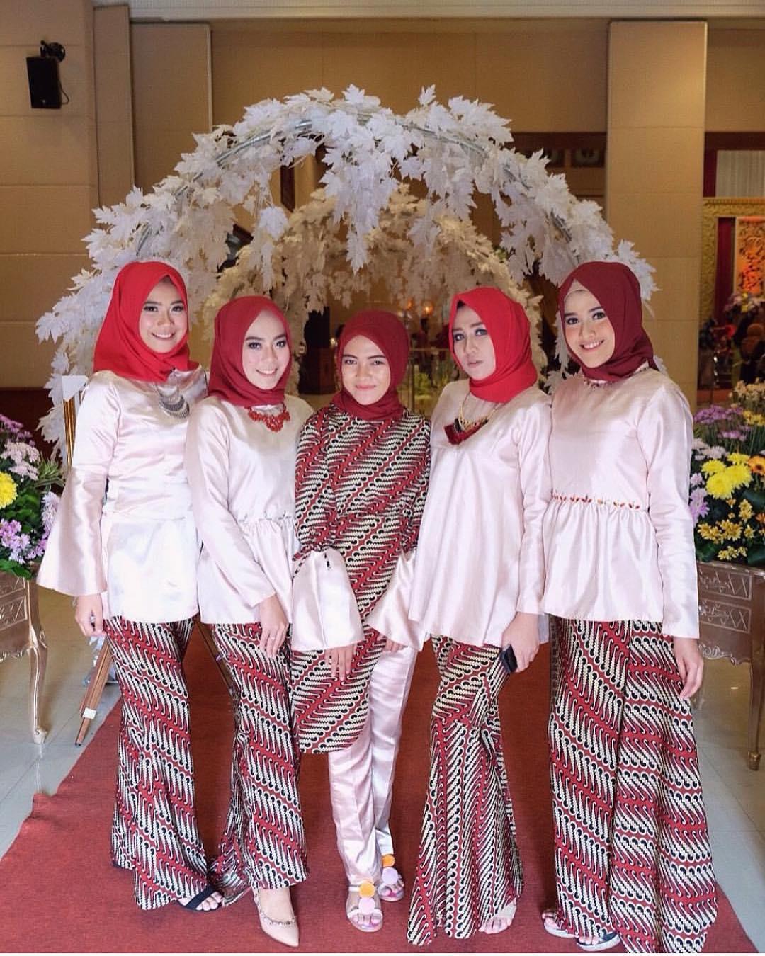 Kumpulan Gambar Inspirasi Model Kebaya Modern Indonesia Halaman 2