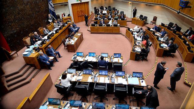 El Congreso de Chile aprueba la ley que permitirá el retiro de 10 % del fondo de pensiones para afrontar la pandemia