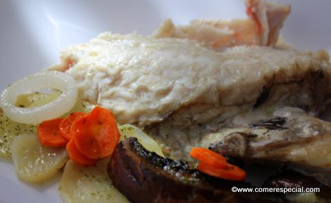 Receta fácil de cabracho al horno con patatas y verdura