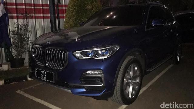 Kejagung Sita Mobil BMW Tipe SUV X5 dari Rumah Jaksa Pinangki, Seharga Rp1,69 Miliar!