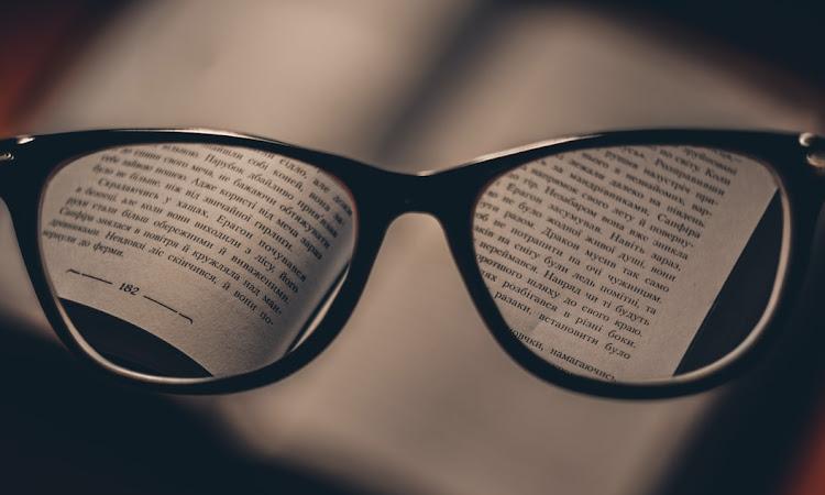 Tips Memilih Kacamata Baca untuk Orang Tua