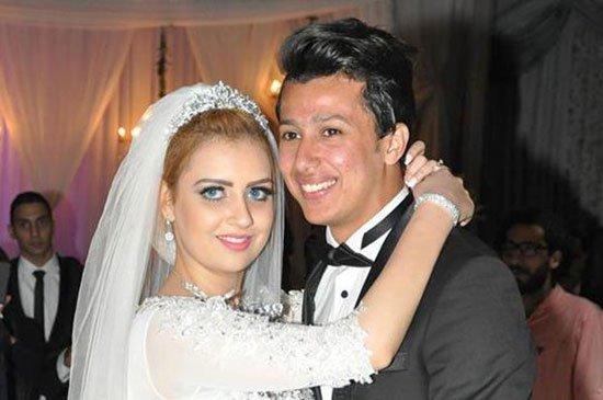 صور عمرو جمال مع زوجته