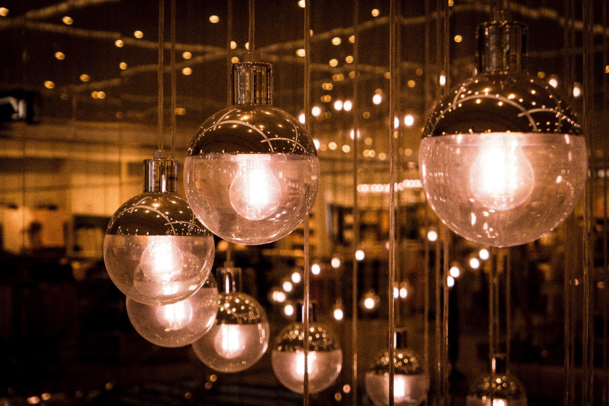 Τι είναι τα φωτιστικά οροφής και κρεμαστά φωτιστικά