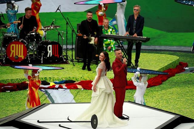 "Robbie e a soprano Aida Garifullina cantaram ""Angels"" juntos"