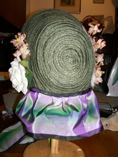 Low-spoon straw bonnet, back.