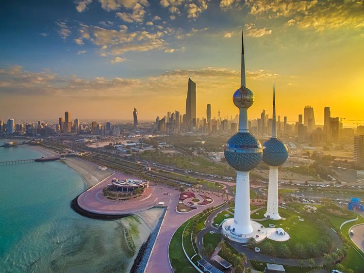 وفاة أربعة أشخاص في الكويت بعد تناولهم خمور مغشوشة