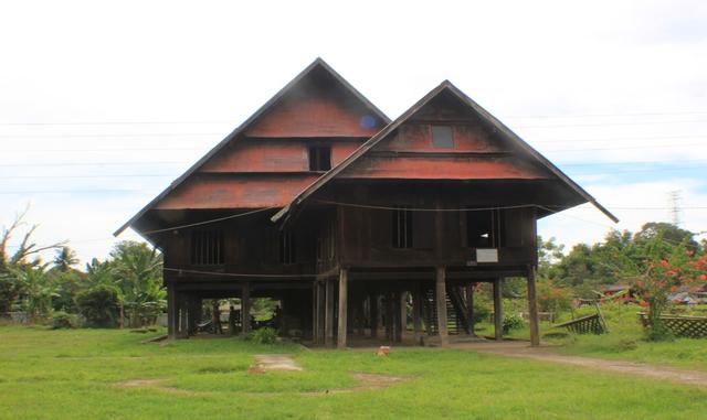 Rumah Adat Saoraja Lapinceng