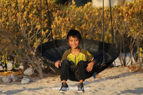 swing swing at banana island