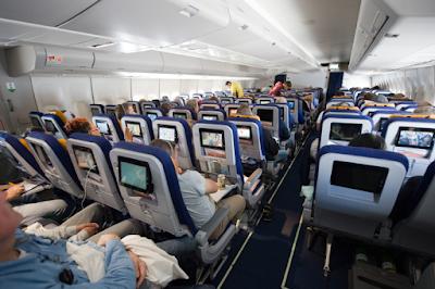 7 Kelakuan Menyebalkan Penumpang Pesawat