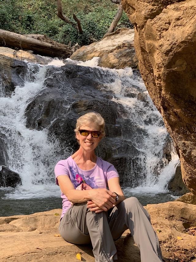 hike to waterfalls
