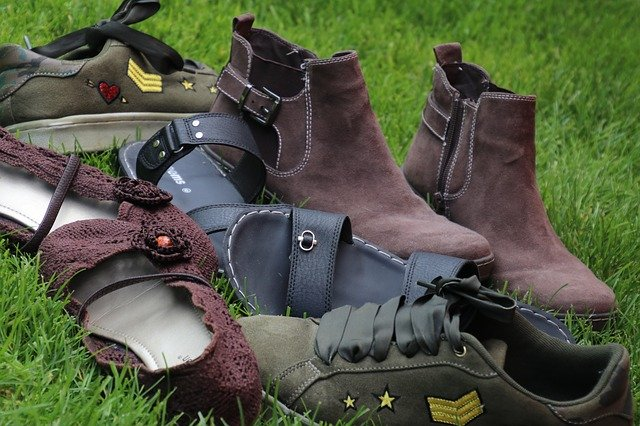 Tips Menghilangkan Bau Sepatu Yang Tidak Sedap