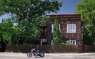 http://fotobabij.blogspot.com/2016/03/bigoraj-ularmii-krakow-drewniany-dom_9.html