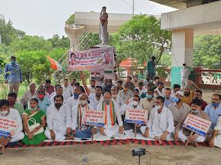 शहर कांग्रेस कमेटी कानपुर दक्षिण द्वारा उत्तर प्रदेश में जहरीली शराब से हो रही मौतों के विरोध में धरना प्रदर्शन
