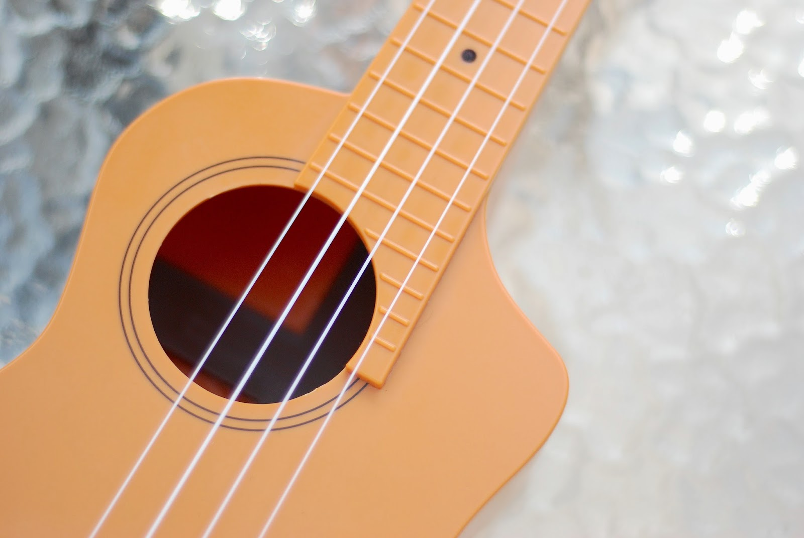 BugsGear Aqulele Ukulele sound hole and cutaway